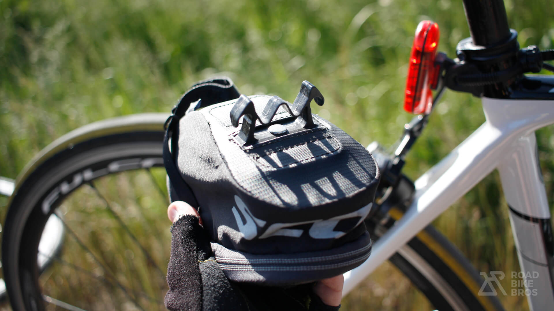 How to Choose a Road Bike Saddlebag Attaching System